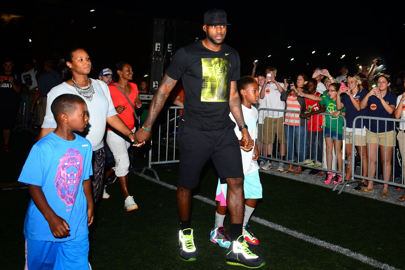 LeBron James will pay for more than 1,000 kids to go to college