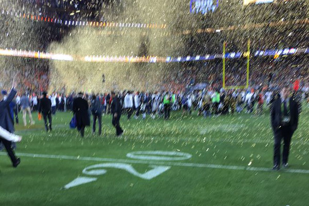 People are being super mean to Tim Cook about his blurry Super Bowl photo