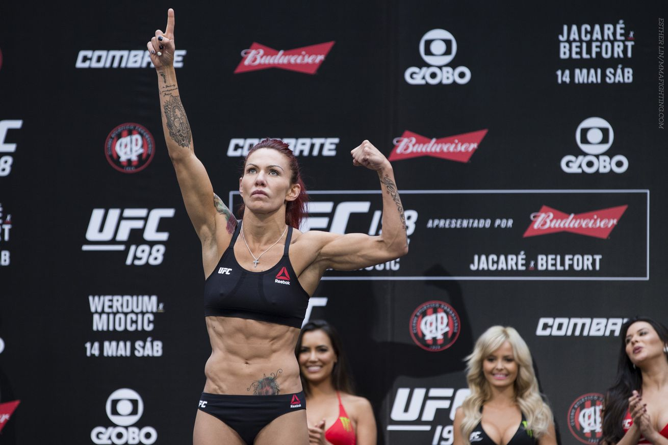 UFC 198 results: Cris Cyborg scores fast finish over Leslie Smith