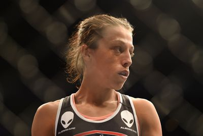 Surgery? Joanna Jedrzejczyk suffers broken thumb beating up Jessica Penne at UFC Fight Night 69