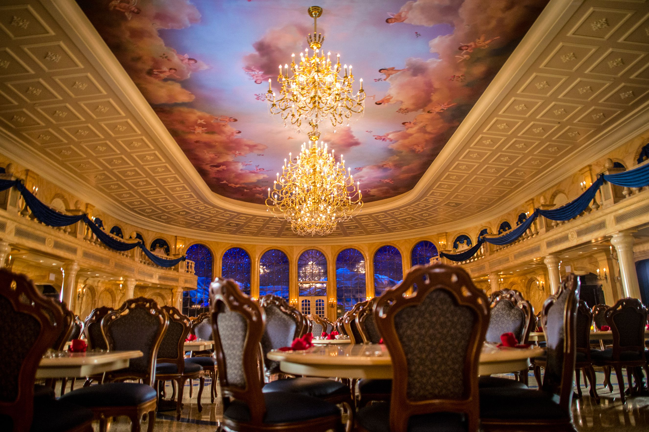 7 worth it disney world restaurants where the food doesn 39 t for 3 dining rooms at be our guest