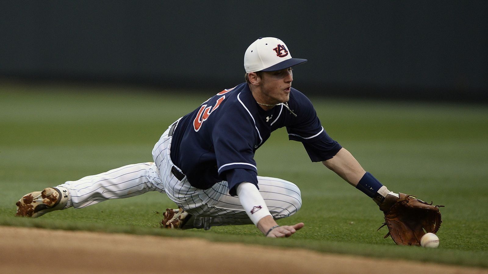 Auburn Baseball Splits Midweek Games