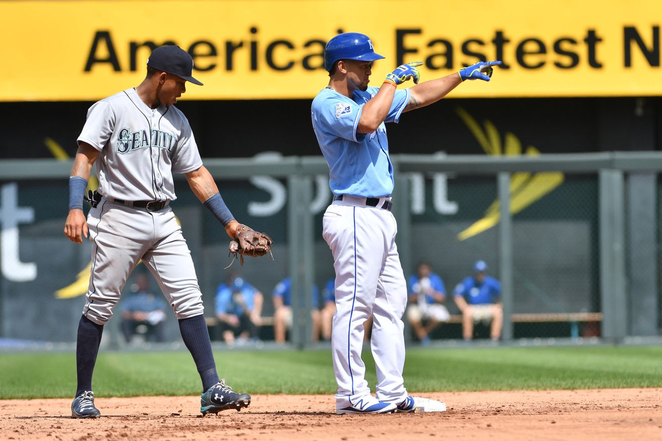 Perez homers, makes key pickoff to lead Royals over Mariners