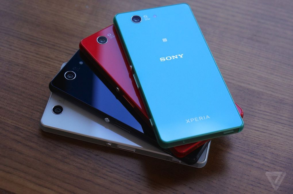 hands on with sony 39 s new xperia z3 compact the verge. Black Bedroom Furniture Sets. Home Design Ideas