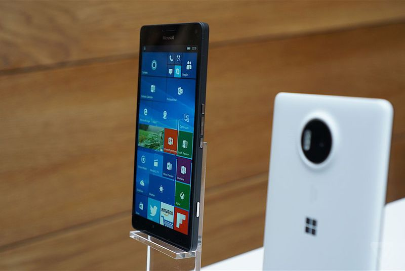 Windows 10 will start rolling out to phones in December