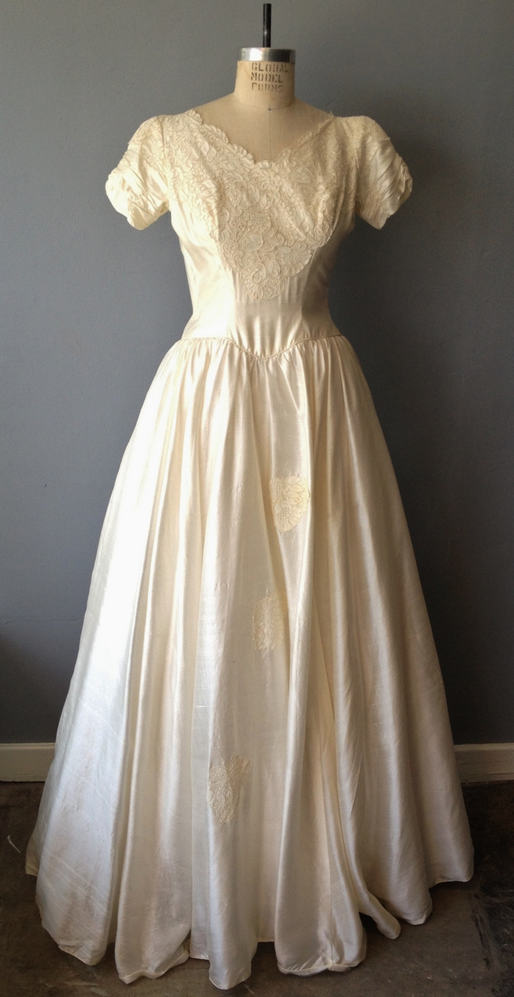 What To Know Before You Shop For A Vintage Wedding Dress