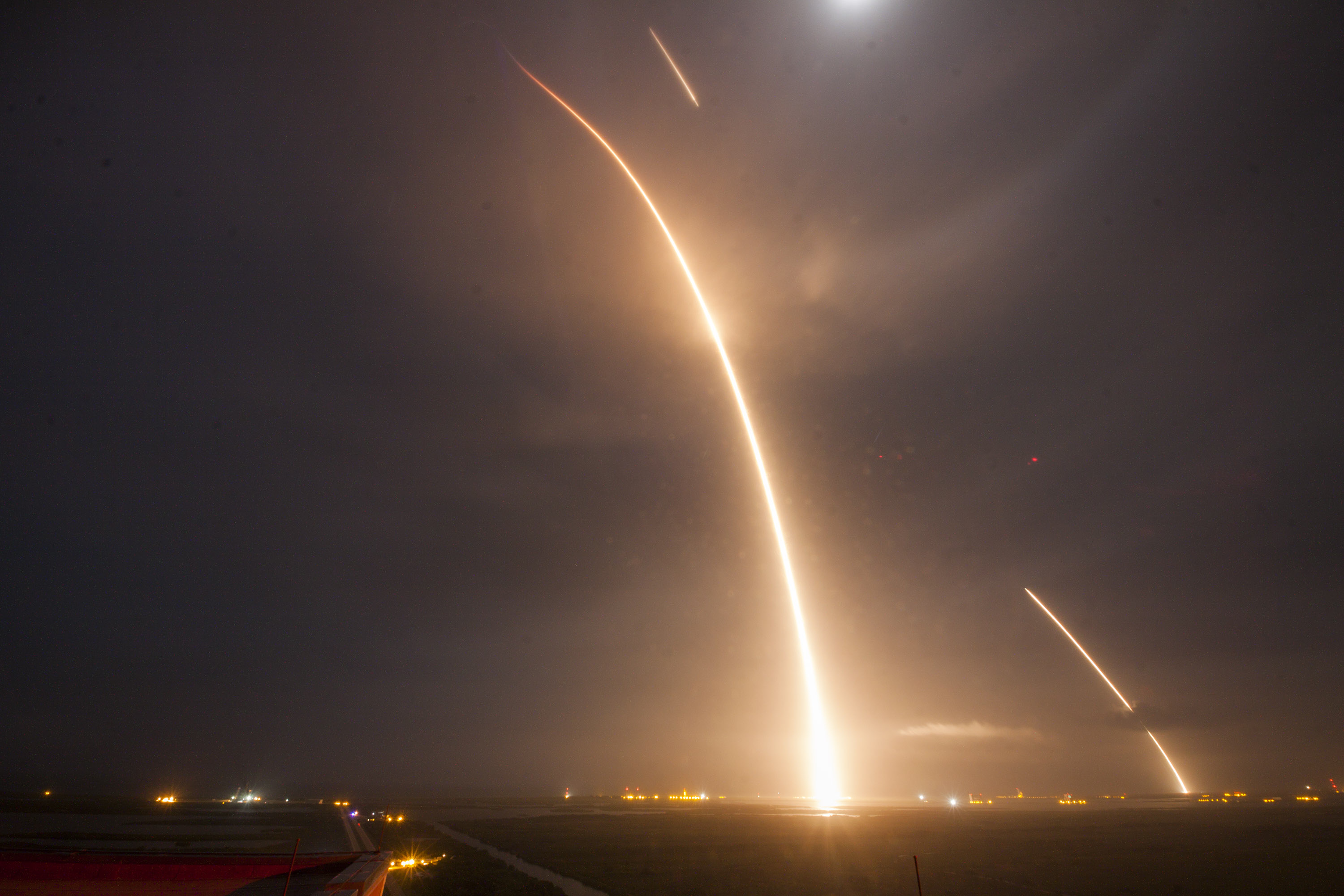 spacex captured the falcon 9 rocket s launch and landing in one photo