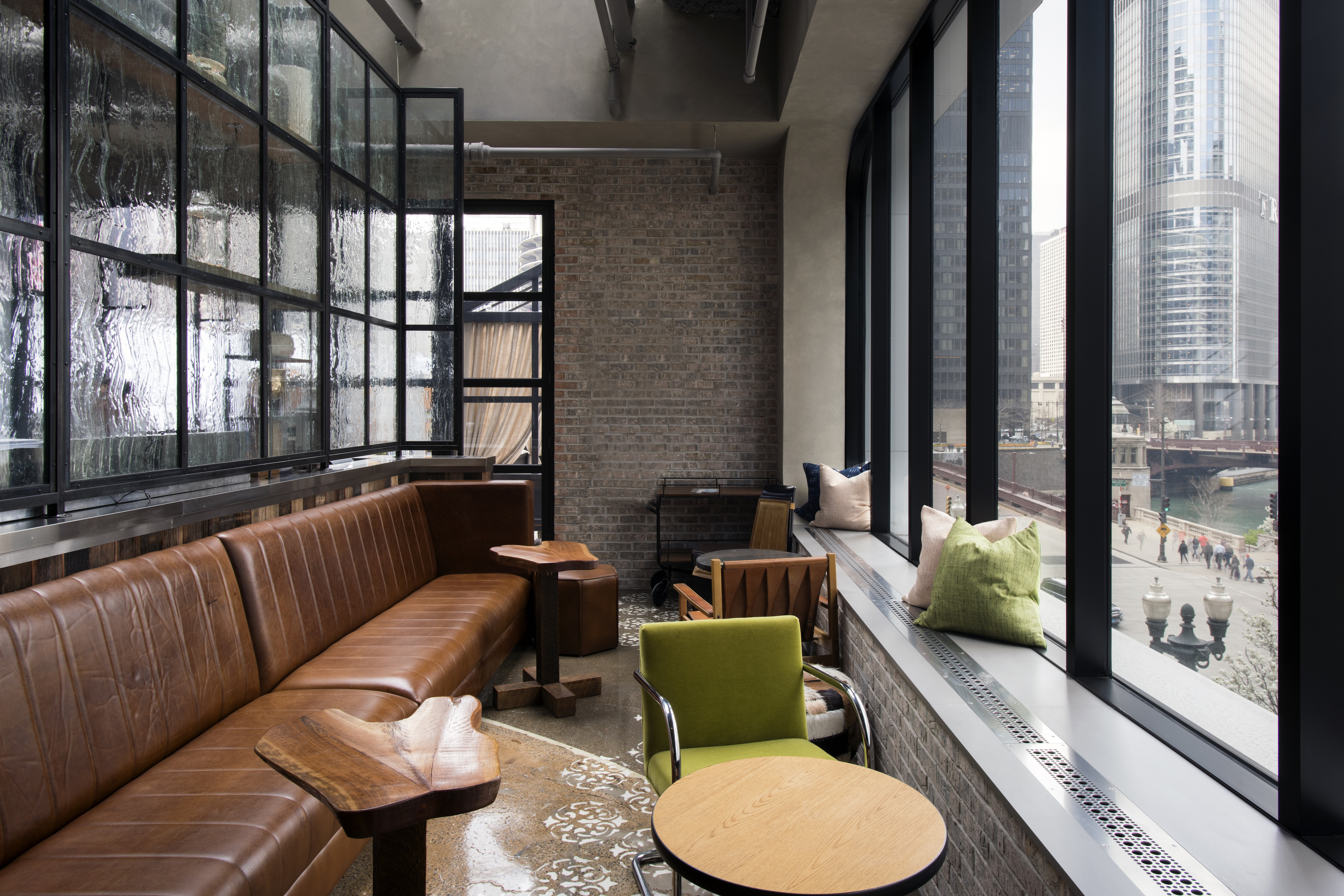 Living Room Bar Chicago A Sneak Peek At The Renaissance Hotels New Riverfront Rooftop
