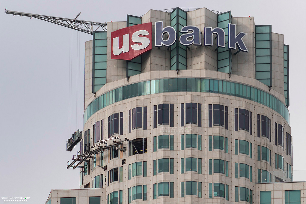 Skyspace La Slide >> See the Terrifying Glass Slide Stuck to the US Bank Tower's 69th Floor - Curbed LA