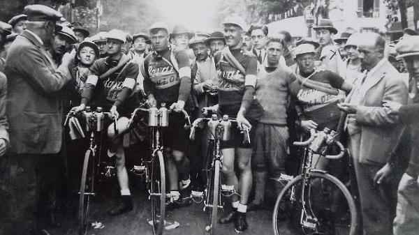 The Ravat team at the 1928 Tour de France