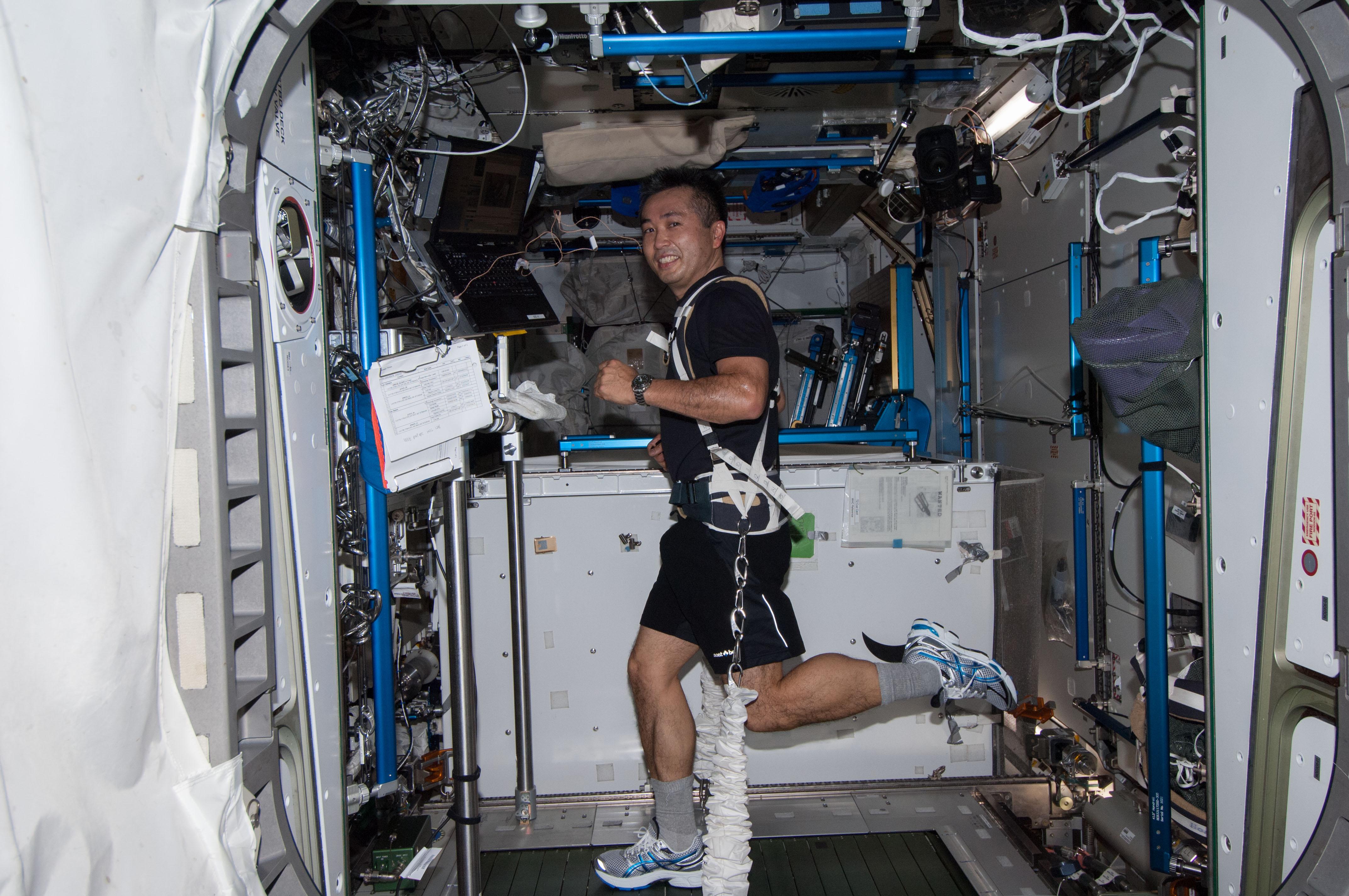 astronaut treadmill workout - photo #6