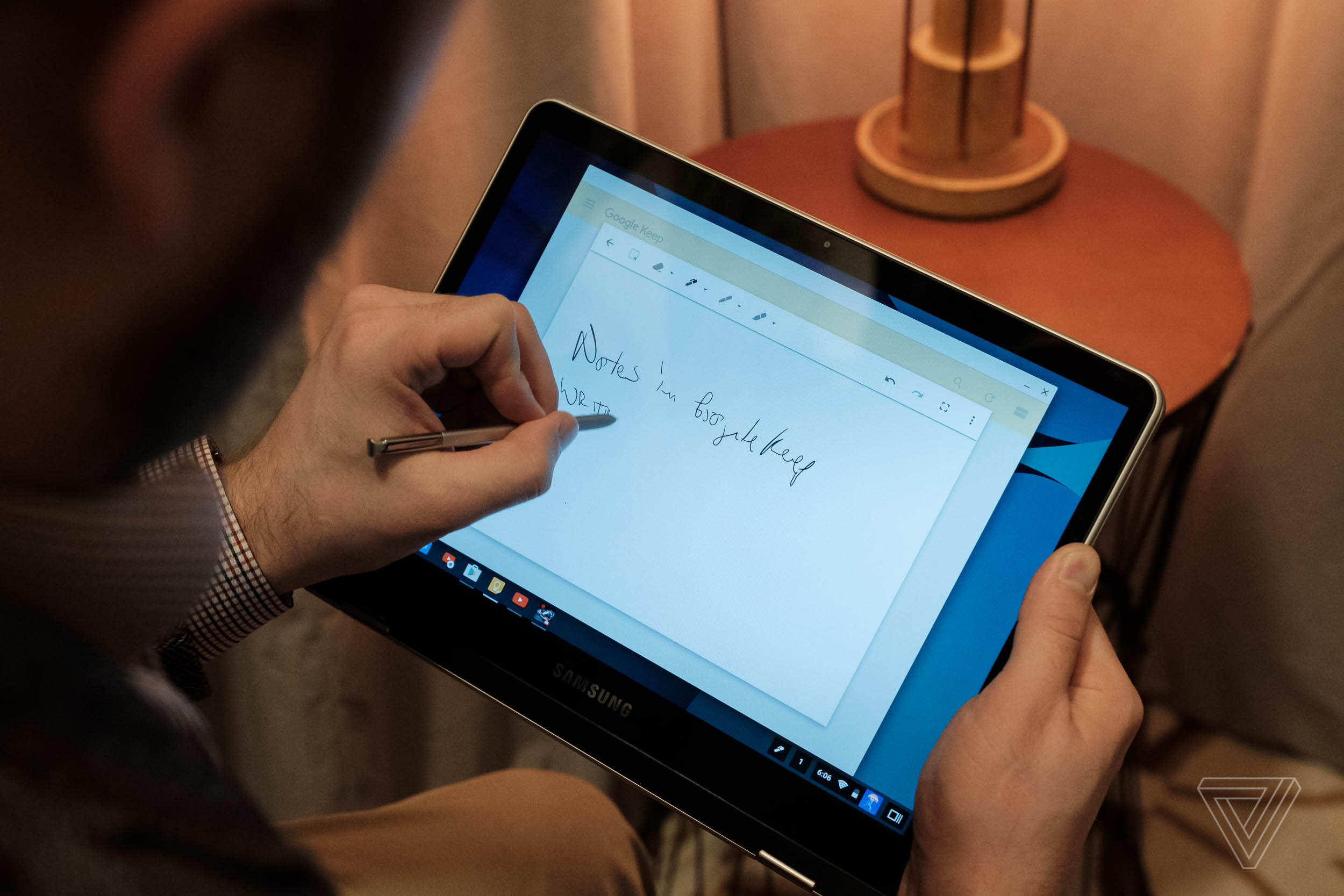 Samsungs New Chromebooks Are Googles Answer To The Ipad Pro And Touchscreen Mini 1 2 Dengan Fleksibel Black Surface Verge