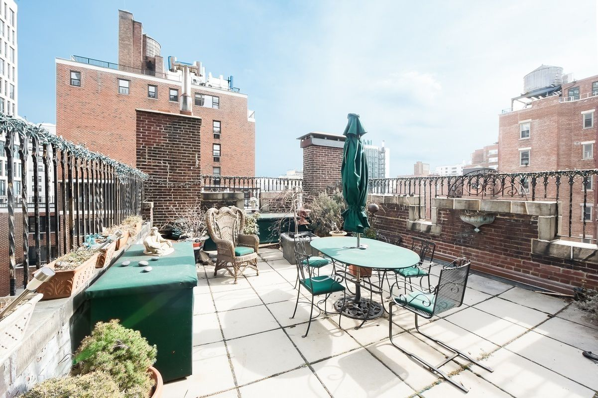 Gramercy park s medieval lair gets yet another price cut for Gramercy park townhouse for sale
