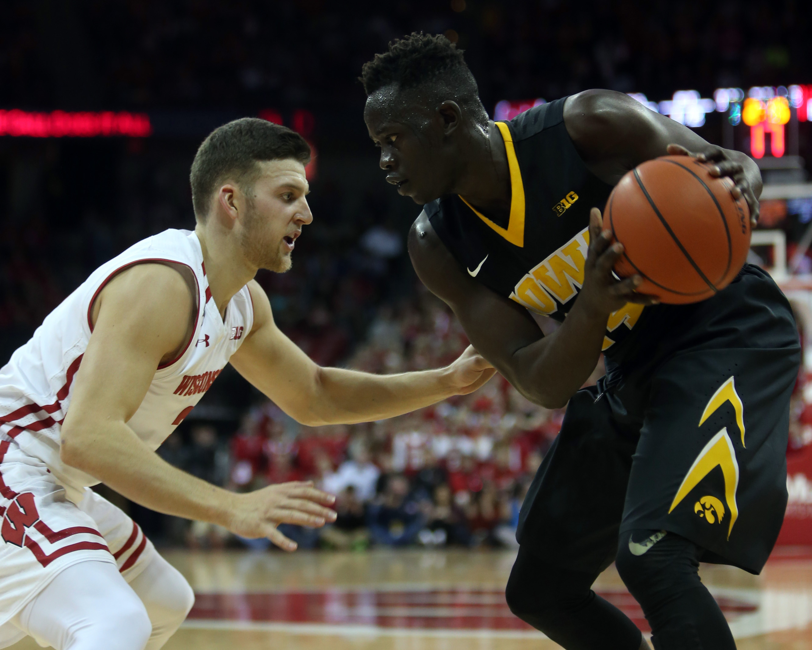Jok's second-half surge lifts Iowa