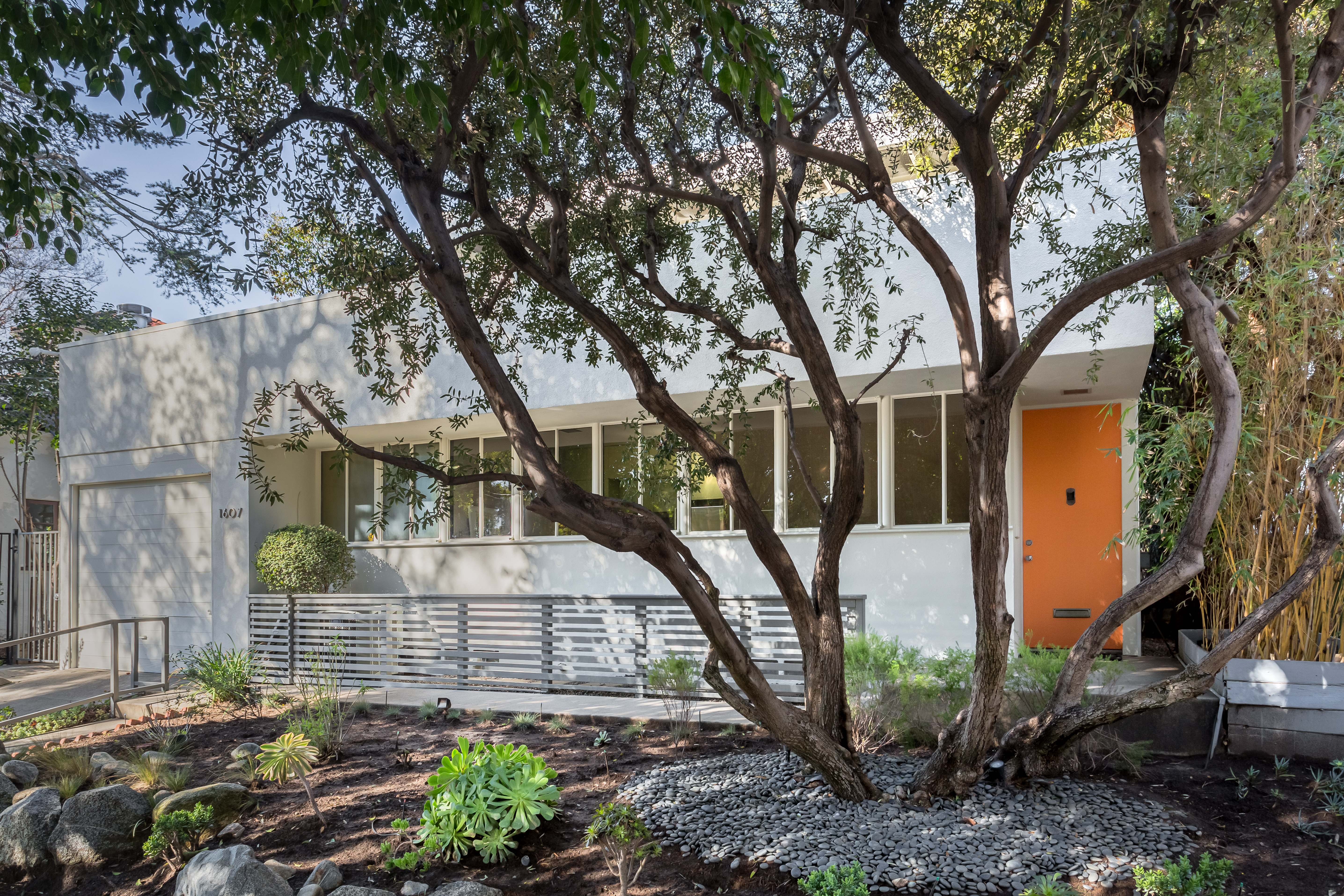 Case Study Houses  Then and Now   Modernica Blog   Modernica Measuring       square feet  the two bedroom  two bath home features hardwood and linoleum floors  indoor and outdoor fireplaces  and a rooftop terrace with